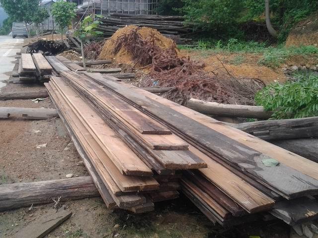 旧松木板 旧木料 旧木材 旧木头 旧木屋料