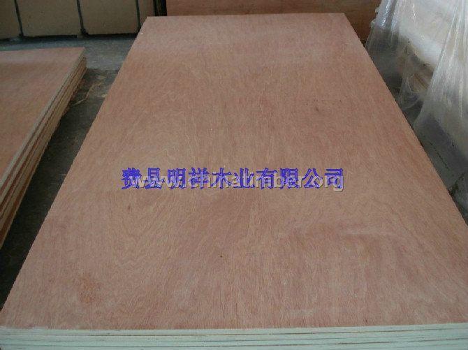 木材含水率能控制在8%-12%,指接及拼板所用胶水都能达到E1(绿色环保)以上,能大量提供优质的杉木、松木指接板、橡胶木指接板、拼板材、集成材;有A/A级:双面无节,A/B级:单面无节,B/B级:双面有节 等多种级别,能满足不同客户的需求。常有规格为:2440*1220*12-22(mm),其它规格可以定做,质量保证,供货及时,欢迎广大客户来电来函洽谈业务!