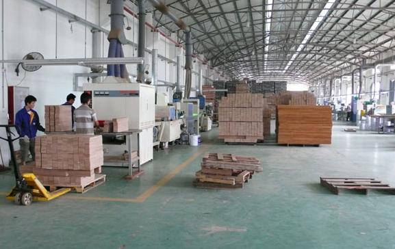 装修小知识:多层实木复合地板生产流程大揭秘