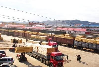 绥芬河木材市场交易冷清:以清库存为主